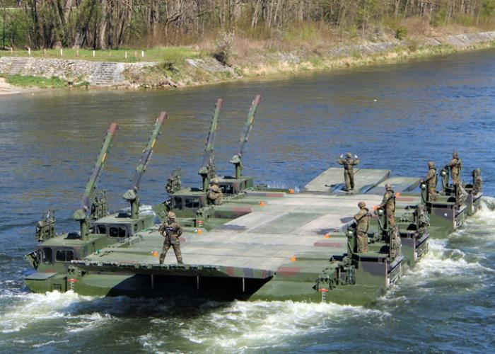 Gebirgsjägerbrigade 23 übt den Angriff über die Donau