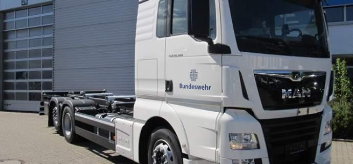 Rheinmetall übergibt Fahrschul-LKW an die Bundeswehr