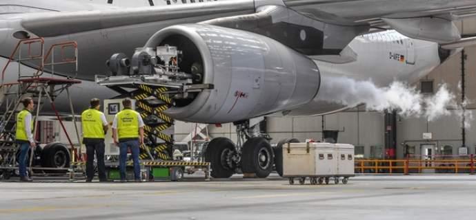 Weltweit erste Triebwerkswäsche mit CO2-Pellets - Cyclean Trockeneis kurz vor der Produkteinführung