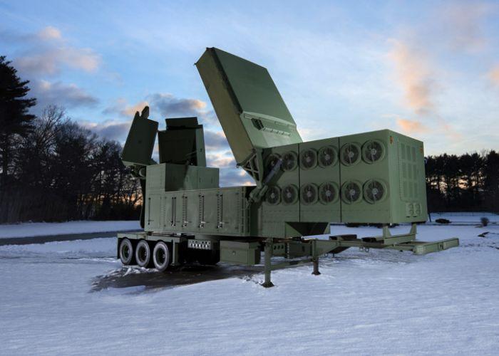 Raytheon stellt erste Radarantenne des Lower Tier Air and Missile Defense Sensors fertig